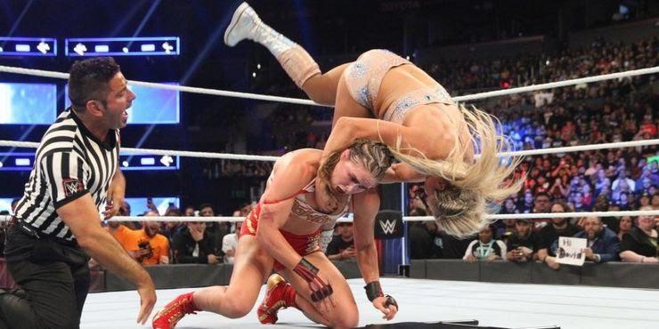 Charlotte Flair vs Ronda Rousey